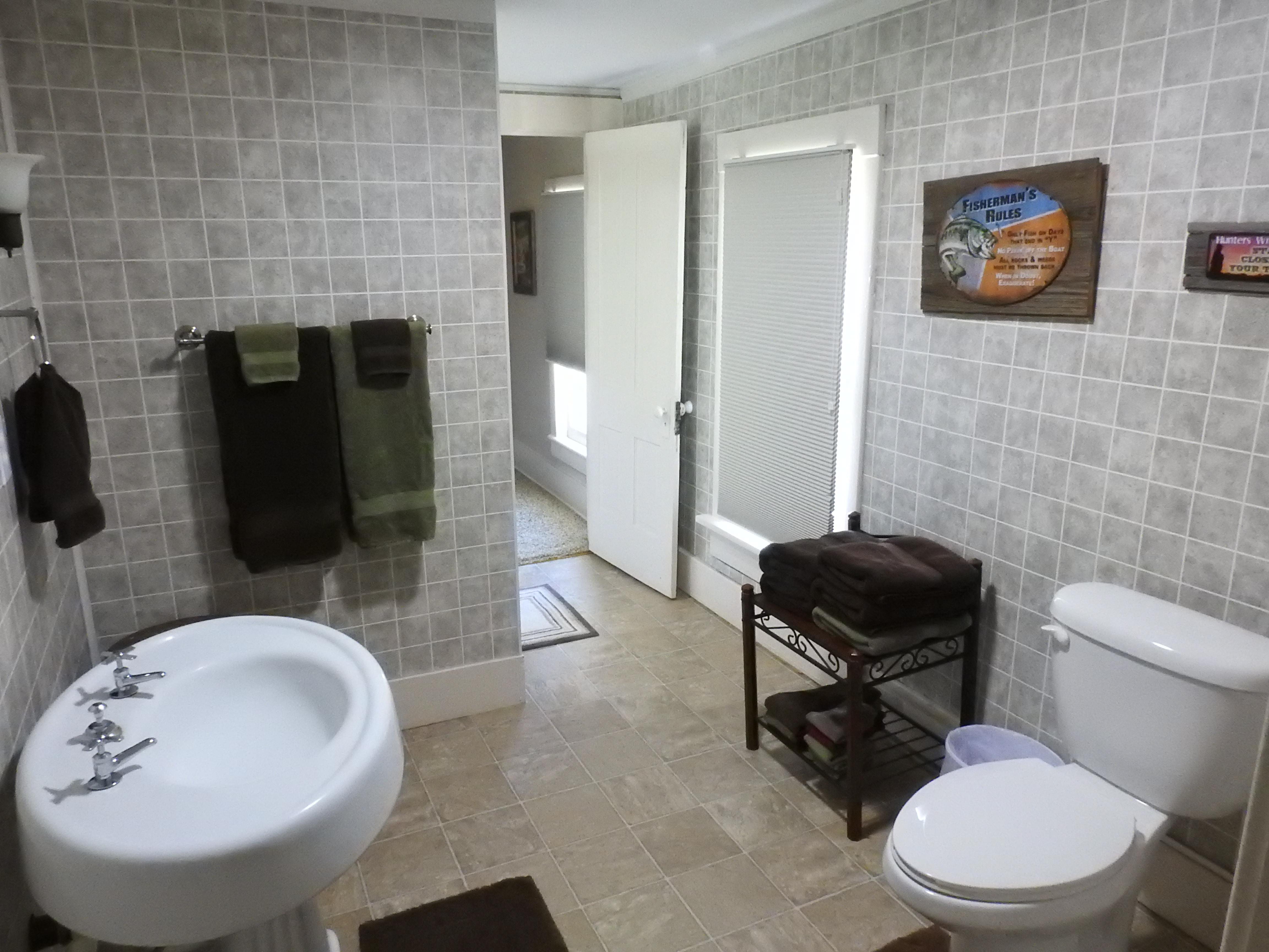 Upstairs Full Bath1